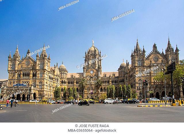 India, Maharastra, Mumbai, Bombay, Dadabhai Naoroji street and Victoria Station (Chatrapati Shivaji terminal), Sunset