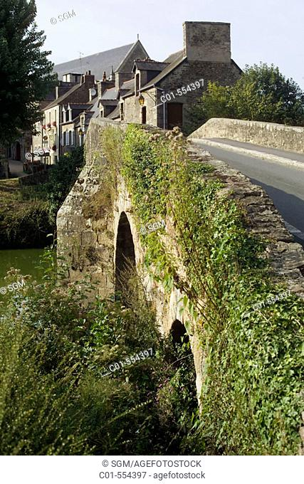 Ancient bridge on Napoleon canal and houses. Léon, near Dinan. Britanny. France