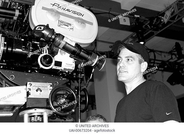 GOOD NIGHT, AND GOOD LUCK USA 2005 George Clooney Director und Drehbuchautor GEORGE CLOONEY an der Filmkamera. Regie: George Clooney / GOOD NIGHT