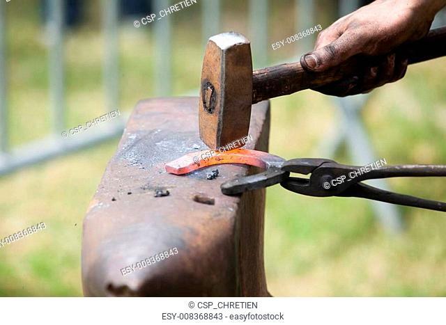 make a horseshoe