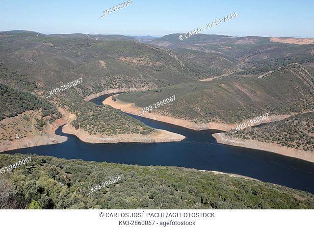 Vistas del rio Tajo, desde el Castillo del Parque Nacional de Monfragüe, Extremadura, Spain