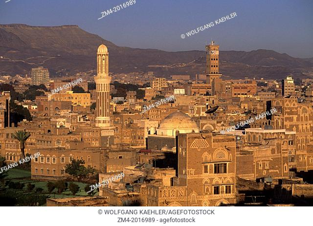 YEMEN, SANA'A, OVERVIEW OF TOWN