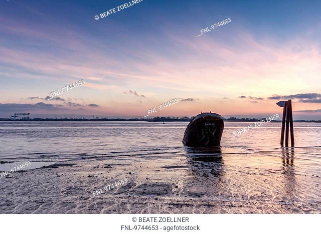 Shipwreck, Elbe, Hamburg, Germany, Europe
