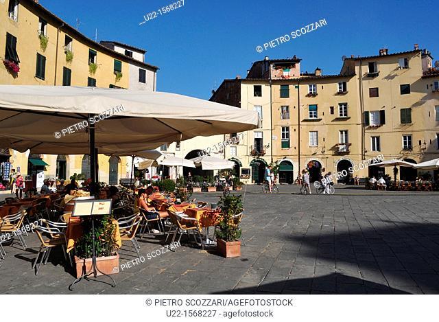 Lucca (Italy): Piazza dell'Anfiteatro