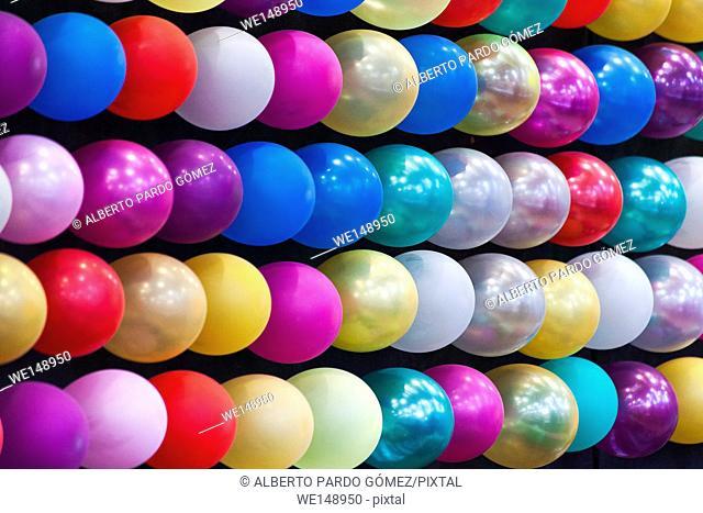 balloons, fair game valence. Spain