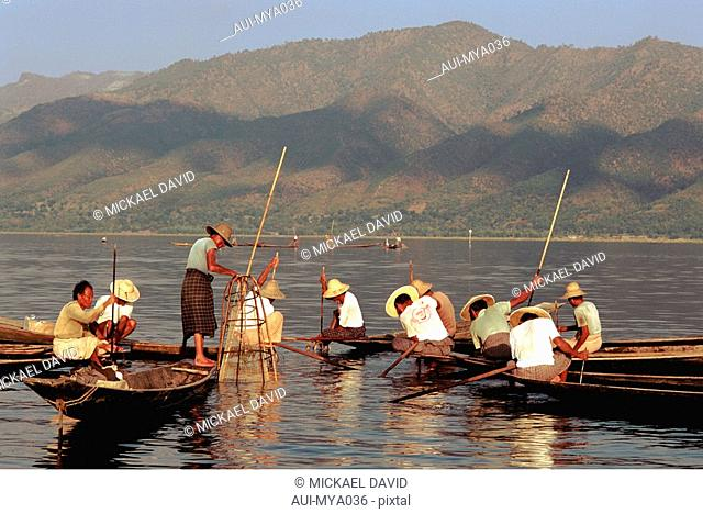 Myanmar - Inle Lake - Intha Fishermen
