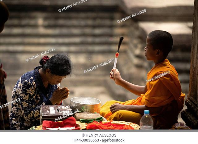 Cambodia, Siem Raep, Angkor Vat, Monk, temple