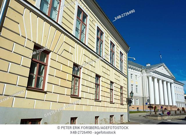 Ülikooli street, old town, with main university building, Tarto, Estonia, Baltic States, Europe