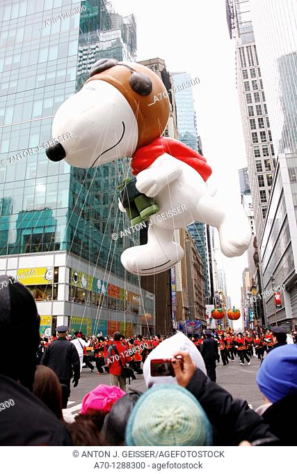 New York City, snoopy balloon at the 85th Macys Thanksgiving Parade