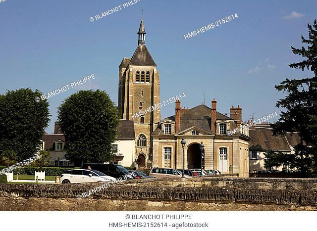 France, Loiret, Chateauneuf sur Loire, Castle Park with in the background the Saint-Martial church