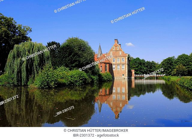 Huelshoff Castle, a moated castle, birthplace of the poet Annette von Droste-Huelshoff, Havixbeck, Muensterland region, North Rhine-Westphalia, Germany, Europe