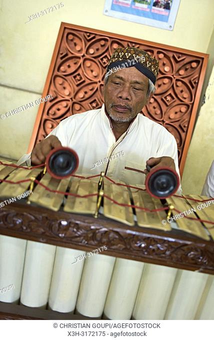 gamelan musician, Sondakan district, Solo (Surakarta), Java island, Indonesia, Southeast Asia