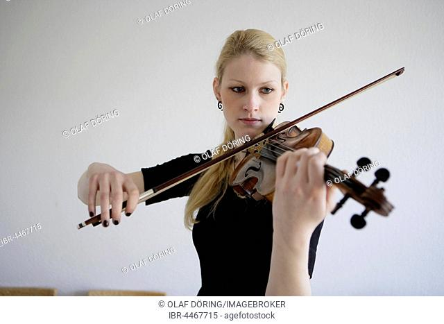Young musician plays on the violin, Germany