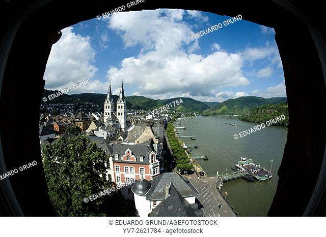 Panoramic view of Boppard and the Rhine, highlighting the towers of the Church of San Severo (XII-XIII centuries) from one of the most important vantage points...