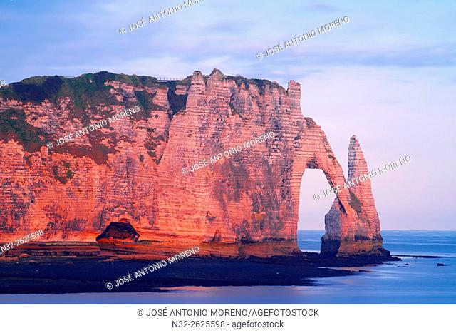 Etretat, Aval cliff , Falaise d'Aval, Natural Arch and Stone Beach, Normandy, Dawn, Seine Maritime, Upper Normandy, Haute Normandie, France