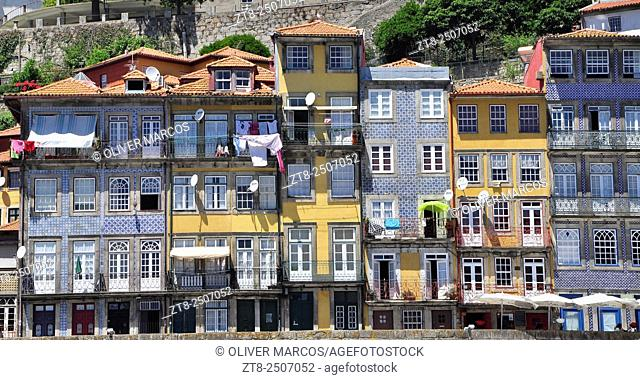 The Ribeira district is one of the most important places when it comes to knowing the historic center of Porto. As the name suggests