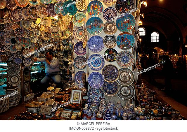 Turkey, Istanbul, grand bazaar, decorated dishes