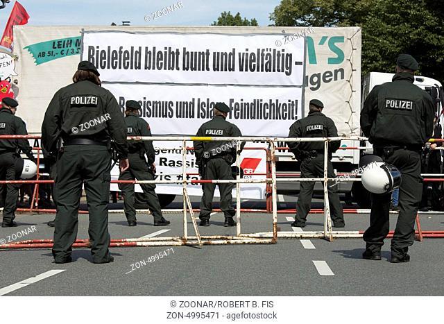 Demonstration gegen einen Auftritt von Pro Deutschland in Bielefeld, Foto: Robert B. Fishman, ecomedia, 26.8.2013