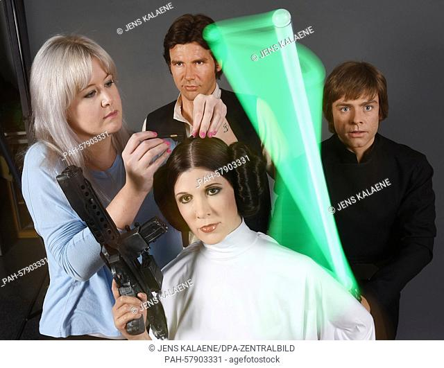 dpa-exclusive: Hairstylist Sarah Hale (L) prepares the wax figures of Hans Solo (2.v.L), Princess Leia (C) and Luke Skywalker of 'Star Wars' for transport to...