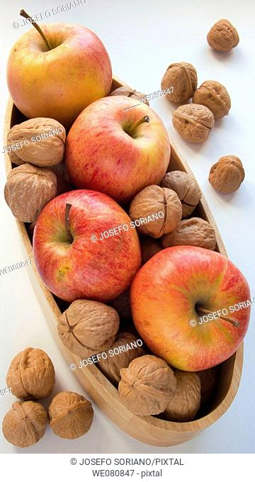 Apples 'Royal Gala' and nuts