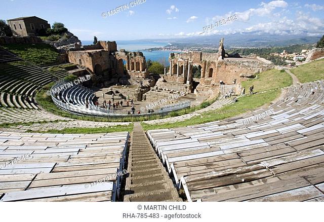 Greek theatre, view of Mount Etna, Taormina, Sicily, Italy, Europe
