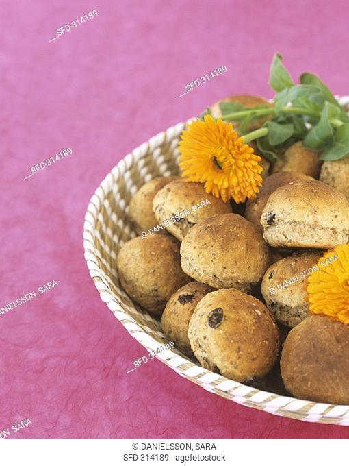 Fig and raisin rolls