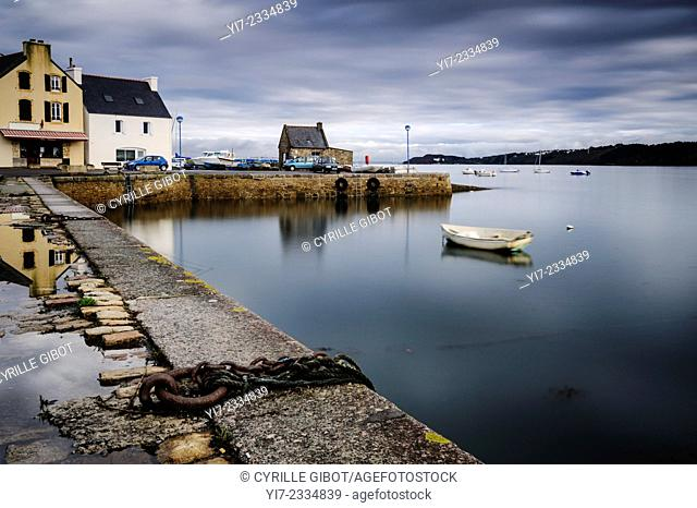 The harbour of Le Fret, a village on the Crozon Peninsula, Finistere, Brittany, France