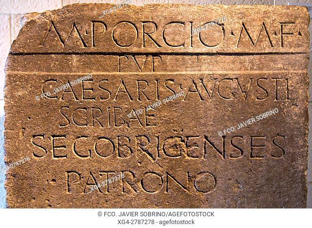 Pedestal de estatua del secretario personal del emperador Augusto. Centro de interpretación del yacimiento arqueológico romano de Segóbriga