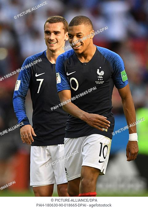 30 June 2018, Russia, Kazan: Football World Cup, France vs Argentina at the Kazan Arena. Kylian Mbappe (r) of France celebrates after the goal for 3:2 with...