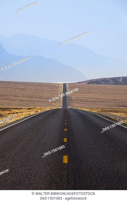 USA, California, Death Valley National Park, Badwater Road, morning
