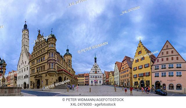 City Hall and Ratstrinkstube on the marketplace in Rothenburg ob der Tauber, Bavaria, Germany, Europe