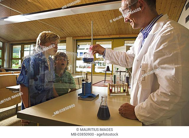 School, classrooms, instruction, chemistry, teachers, students, interest, attempt, liquids, experiments, school-instruction, school class, people, children