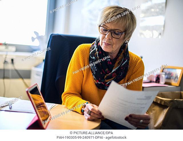 13 February 2019, Rhineland-Palatinate, Rohrbach: Birgit Kiefer, a JVA employee, looks at the video interpreter. By March