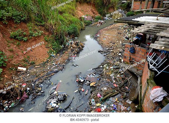 Polluters Bach, sewer, in the favela Jardim Celeste, Zona Sul, São Paulo, Brazil