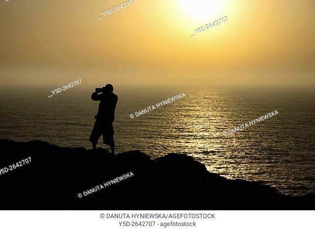 silhouette of man takieng pictures, Cape St. Vincent - Cabo de São Vicente, Costa Vicentina, Vicentine Coast, Western Algarve, Algarve, Portugal, Europe