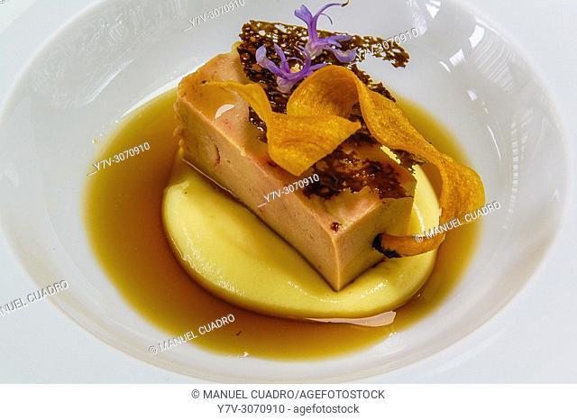 Pintxo de Foie con tubérculos y azúcar moscovado (foie with tubers and muscovado sugar). Restaurant Gaminiz. Zamudio, Biscay, Basque Country, Spain