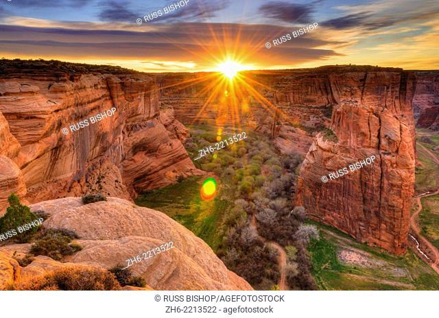Sunrise over Canyon de Chelly, Canyon de Chelly National Monument, Arizona USA