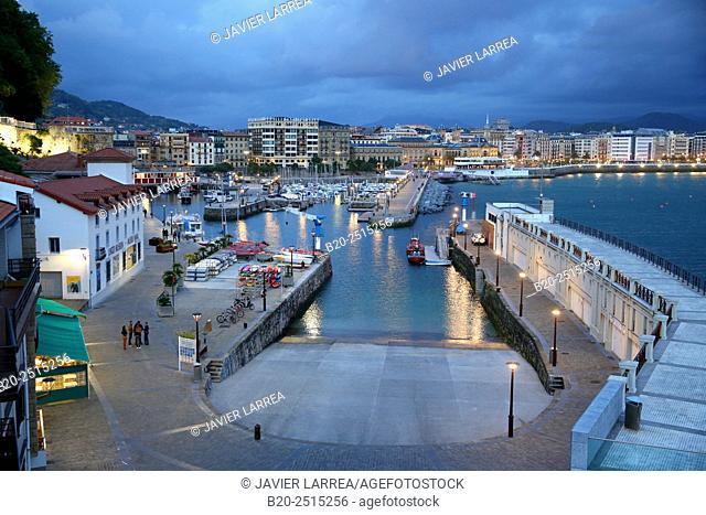Port. La Concha Bay. Donostia. San Sebastian. Gipuzkoa. Basque Country. Spain