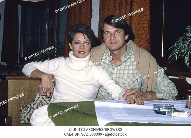 Die deutsche Schauspielerin Karin Eickelbaum mit Freund Knut Tesmer, Deutschland 1970er Jahre. German actress Karin Eickelbaum with friend Knut Tesmer