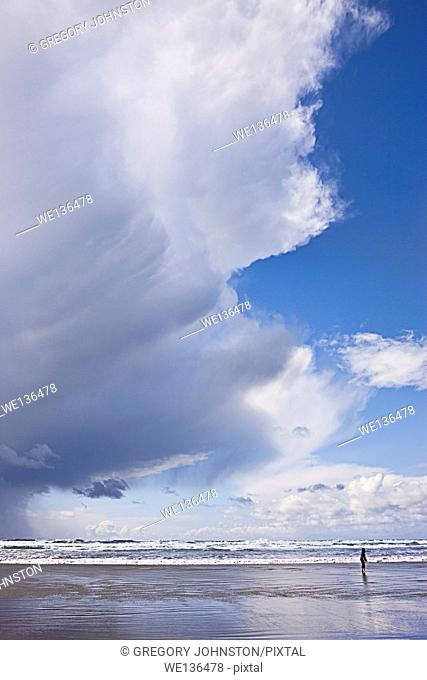 Beautiful clouds over the pacific ocean in Newport, Oregon