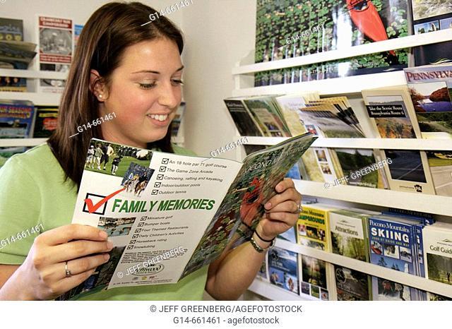 Pennsylvania, Stroudsburg, Pocono Mountains Visitors Bureau, female reads guide, brochures
