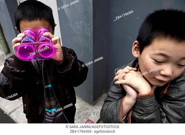 Children playing in a hutong, Beijing, China, Asia