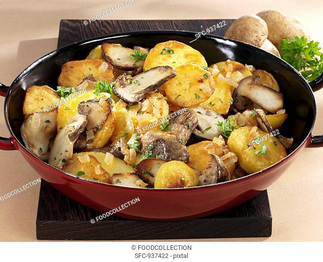 Pan-cooked potatoes and ceps
