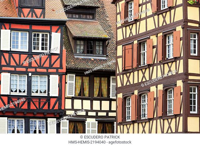 France, Haut Rhin, route des Vins d'Alsace, Colmar, half timbered houses in front of Saint Martin collegiate church
