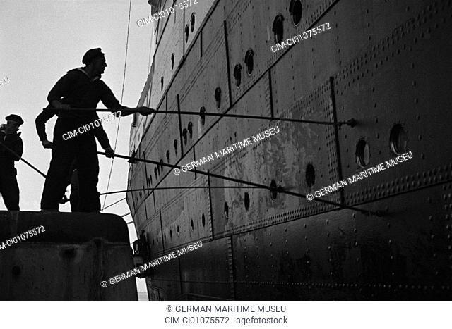 Sailors painting the ship, preservation, Navigation, North German Lloyd, ship Columbus, navigation, steamboat, passenger liner, steamer, paintings, sloop