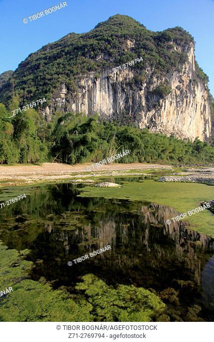 China, Guangxi, Yangshuo, Li River, karst landscape, limestone hills,