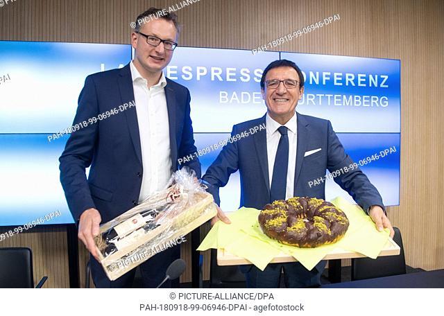 18 September 2018, Baden-Wuerttemberg, Stuttgart: Andreas Schwarz (l), parliamentary party leader of Bündnis 90/Die Grünen in the Baden-Württemberg state...