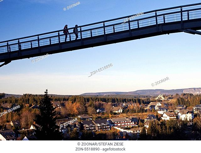 Die Panorama Erlebnis Bruecke in Winterberg wurde 2006 eroeffnet. Die 435 Meter lange Wanderhaengebruecke mit sechs Aussichtsplattformen