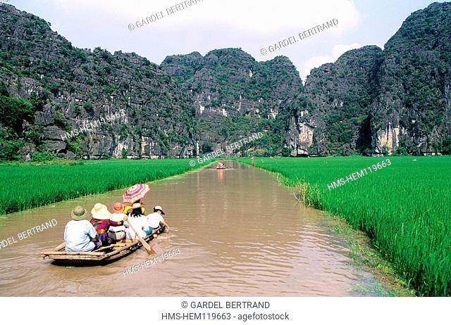 Vietnam, Ninh Binh Province, near Hoa Lu, Inland Halong Bay, boat trip