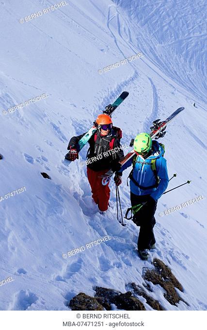 Ski tourers on the Egesengrat, Stubai Alps, Tyrol, Austria